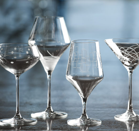 Glassware with etched pattern