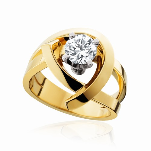 Yellow gold free form engagement ring with round brilliant cut diamond
